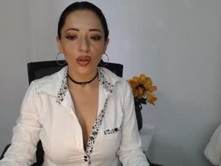 capriijones big tits cam babe is curious about squirting techniques