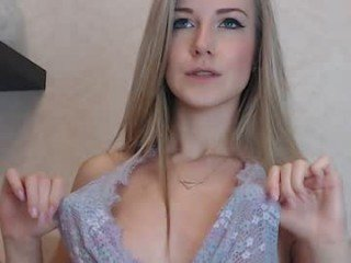 krissone cute cam babe showing her special appeal little pussy