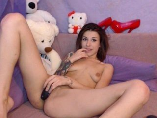 lustylady cute cam babe showing her special appeal little pussy