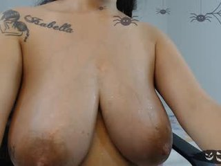 leslie__19 cam babe likes squirting after getting pleasure from masturbation