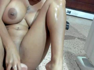 marilynlopez_ cam girl with big tits gets her tight pussy stretched out hard
