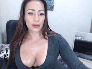 kyle2050 brunette cam girl sucks dick online