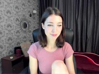 martinakay cam babe wants her pussy fucked hard on camera