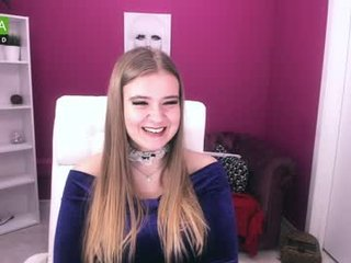 roberta_day big tits cam babe loves satisfying her delicious pussy online