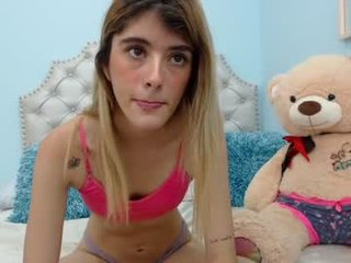 roxana_james BBW cam girl enjoys her bdsm scenes