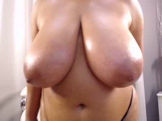 yasminfox_69 brunette cam girl wants dirty cum show