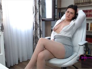 ariana_sage brunette cam girl with big tits gets her pussy fucked from behind