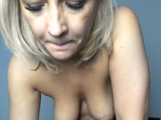 eva_7 cam mature with hairy pussy enjoys hot live sex on camera