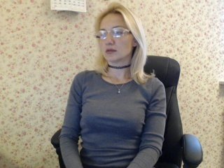 mallinia blonde cam girl with big boobs teaching how to have sex