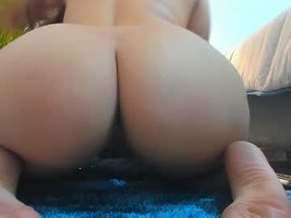britnney_18 cam girl gets her ass hard fucked by her partner