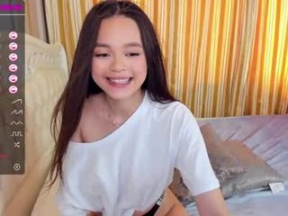 cleo_one asian brunette cam girl shows her pussy on camera