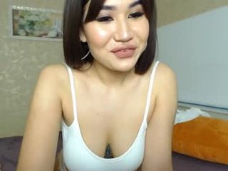 sweet_shi this juicy cam babe with hot ass learns how to squirt online