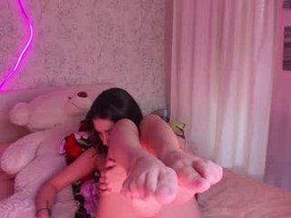 so_sweet_poppy cam babe wants her pussy fucked hard on camera