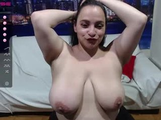 mia_browen BBW latina cam babe shows off her hot body on camera