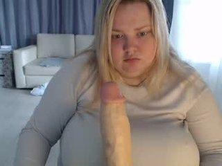 ashleyhottie_ BBW cam girl enjoys her ass