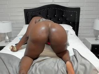 naomiwells ebony cam girl can't stop moaning from delight online