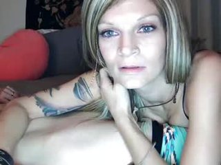 jaded3569 depraved blonde cam girl presents her pussy drilled