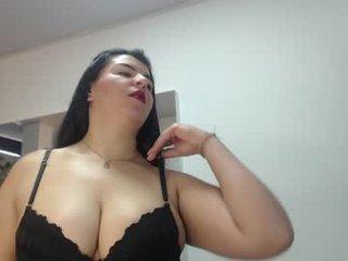 emillia_jade BBW cam girl enjoys her bdsm scenes