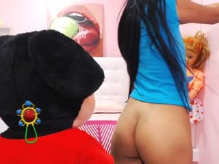 miagomez1 cam babe likes squirting after getting pleasure from masturbation