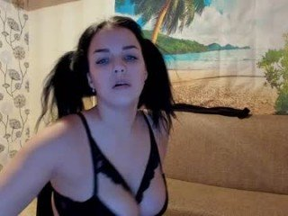 jessica_2000 horny cam girl uses her fingers to make herself have an orgasm
